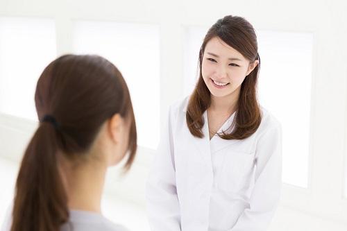 薄毛の女性と患者