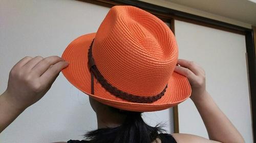 帽子をかぶる